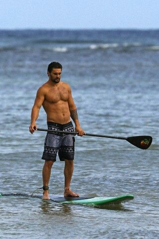 sup surfing momoa